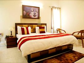 Maplewood Guest House, Neeti Bagh, New Delhiit Is A Boutiqu Guest House - Room 2 photos Exterior