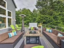 Spacious Whidbey Island Home W/Deck + Hot Tub photos Exterior