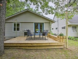 Home W/ Deck, 2 Mi To Lake Mi ~ Pets Allowed! photos Exterior