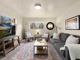 Stylish Condo In The Heart Of Old Town photos Exterior