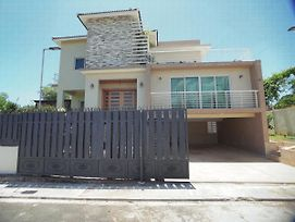 Private And Spacious 4 Bedroom Villa Minutes From Downtown photos Exterior