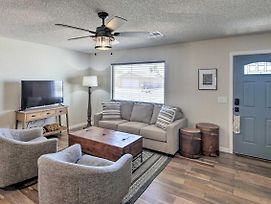 Updated Home W/Patio, 5 Mins To Lake Havasu! photos Exterior