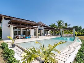 Amazing Villa With Pools, Jacuzzi And Staff photos Exterior