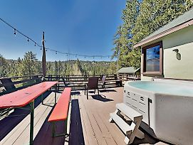 Incredible Restored Vintage Cabin W/ Hot Tub Home photos Exterior