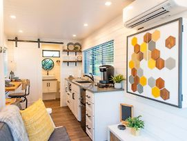 The Honeycomb-Tiny Container Home 12 Min. To Magnolia/Baylor photos Exterior