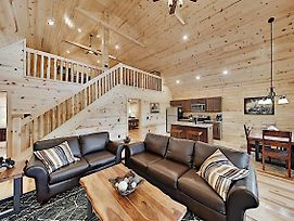 Appalachian Starr: New Cabin W/ Pools & Hot Tub Cabin photos Exterior