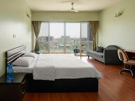 4 Bhk Serviced Apartment In Amanora Park Town, Hadapsar, Pune @Bed Chambers photos Exterior