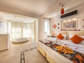 Golden Life Heights Deluxe Suite Hotel (Adults Only) photos Exterior