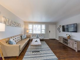 Savor The Homey Vibe At A Chilled Nest Five Min Downtown photos Exterior