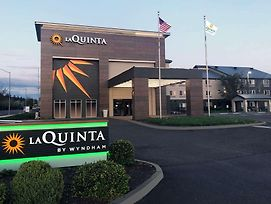 La Quinta Inn & Suites By Wyndham Springfield photos Exterior