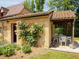 Pleasant Cottage With Pool In Vezac South Of France photos Room