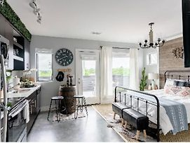 Rustic Luxe Studio Apartment With Rooftop Deck photos Exterior