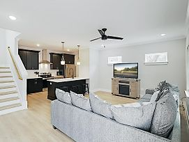 New Listing! Brand-New All-Suite Townhome Townhouse photos Exterior
