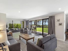 19 'Bay Parklands', 2 Gowrie Avenue - Ground Floor Renovated Unit With Water Views & Wifi photos Exterior