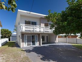 'Seahaven', 2 Richardson Ave - Large Home With Aircon, Smart Tv, Wifi, Netflix & Boat Parking photos Exterior
