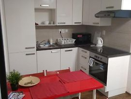 Apartmans For 2 Or 6 Peoples 12 Min By Walk From The Center photos Exterior