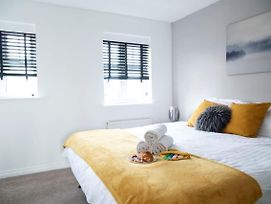 Contractors Charming 2-Bed House In Coventry photos Exterior