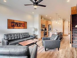 Free Activities Daily, Wifi & Shuttle - Downtown Luxury Villa #290 Near Resort/Rooftop Hot Tub photos Exterior