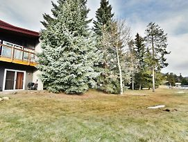 Dillon Ski Townhouse- Wood Fireplace, Walk To Dining, Parks. Easy Drive To Slopes, Shops, Activities photos Exterior