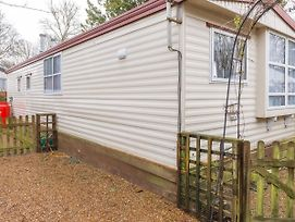 Modern Mobile Home In Hastings With Balcony photos Exterior