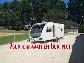 **** Road House Luxury Mini Caravan Campsite photos Exterior