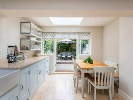Delightful 2 Bed House In Stylish Fulham photos Exterior