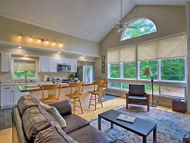 Spacious Mtn Home With Hot Tub And Loft, Walk To Town! photos Exterior
