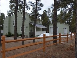 Three Bedroom 2 Bath Sleeps 8 New Remoodeled Home photos Exterior