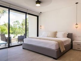 Chic Studio With 360 Infinity Rooftop Pool photos Exterior