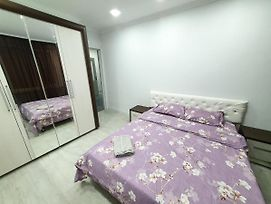 Central Rent Stefan Cel Mare 2-Rooms Chisinau City photos Exterior
