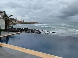 Amazing Oceanfront Condo With Infiniti Pool In Heart Of City photos Exterior