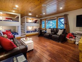 """""""Muddy Moose""""Lake Passes Included! Sleeps 16 photos Exterior"""