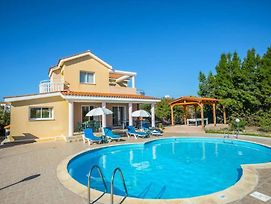 Villa In Pegeia Sleeps 6 Includes Swimming Pool Air Con And Wifi 4 photos Exterior