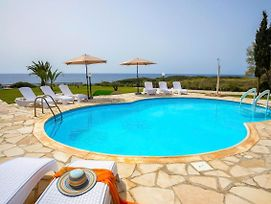 Pegeia Villa Sleeps 8 With Pool Air Con And Wifi photos Exterior