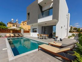 Villa In Pegeia Sleeps 6 Includes Swimming Pool Air Con And Wifi 9 6 photos Exterior