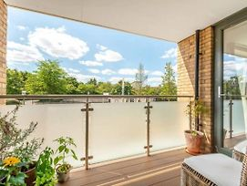 Charming 1-Bed Apartment In Richmond photos Exterior