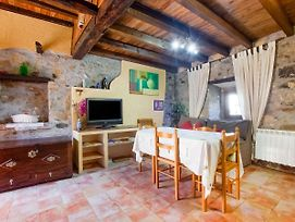 Traditional Holiday Home In Soto Del Barco Near Seabeach photos Room