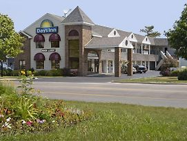 Days Inn By Wyndham Mackinaw City - Lakeview photos Exterior