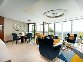 Luxury 2 Bedroom Flat With Breathtaking City Views photos Exterior