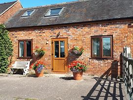 Charming 2-Bed Cottage In Hilderstone, Nr Stone photos Exterior