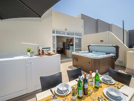 Summer Breeze Penthouse With Hot Tub In Mellieha, Close To The Best Sandy Beaches! photos Exterior