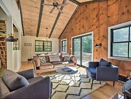 Sleek Cabin With Deck 8Mi To Mount Snow And Hikes! photos Exterior