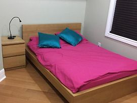 Backpacker Student Near Bishop'S University - Private Double Room W Two Beds photos Exterior
