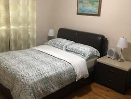 Backpacker College Near Centennial College - Entire Two Bedroom Suite photos Exterior