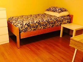 Backpacker College Near University Of Waterloo - Private Twin Room W Two Beds photos Exterior