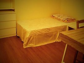Backpacker Student Near University Of Waterloo - Private Twin Room W Two Beds photos Exterior