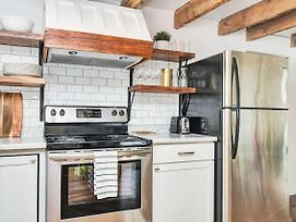 Exposed Wooden Beams, Newly Renovated Space! photos Exterior