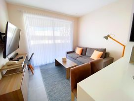 Beautiful And Centric 1Br Ph With Private Pool Gym Security 24 7 Condo photos Exterior