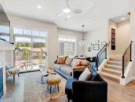 Free Activities Daily, Wifi & Shuttle - Downtown Luxury Loft #5 Near Resort/Pool Sized Hot Tub photos Exterior