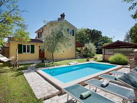 Peaceful Holiday Home In Umag With Swimming Pool photos Exterior
